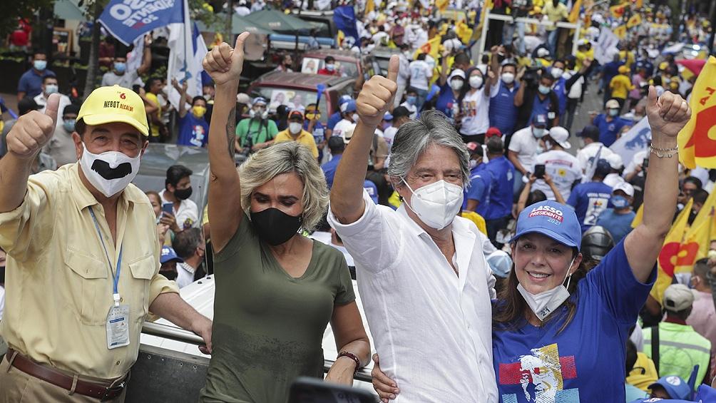 Guillermo Lasso se adjudicó el segundo cupo con 19,74% de los sufragios, según el escrutinio preliminar.