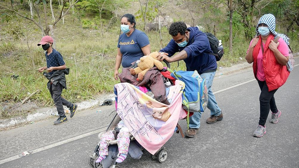Dos de cada tres familias interceptadas en marzo fueron autorizadas a permanecer en Estados Unidos para pedir asilo
