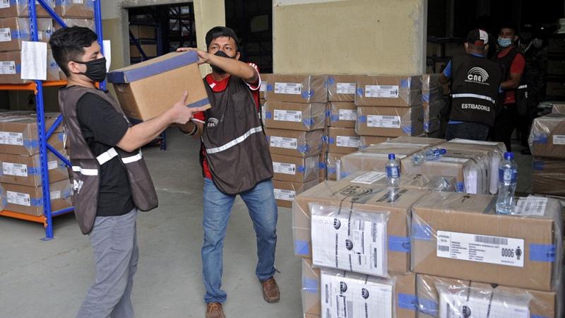 Los detenidos sin condena abrieron la votación en el balotaje ecuatoriano