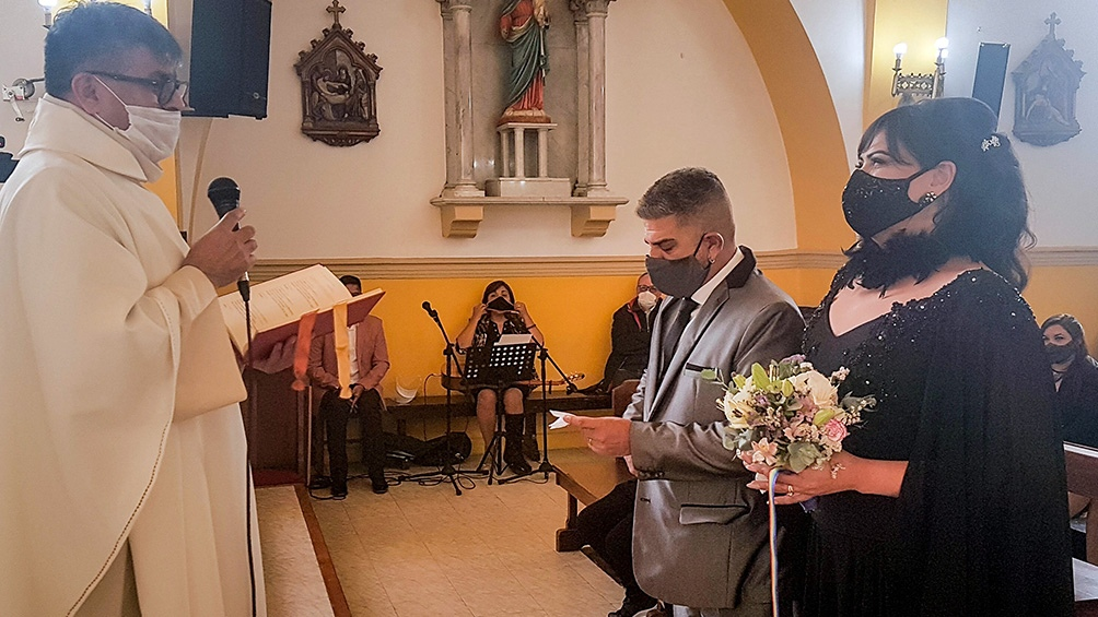 El padre Fabián Colman ofició la ceremonia a la que asistió el gobernador Gustavo Mellela.