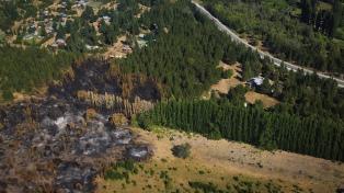 Prosiguen en El Bolsón las tareas en las zonas afectadas por el incendio forestal