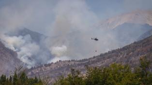 """Permanece """"contenido"""" el incendio en El Bolsón y se registra un foco activo en Neuquén"""