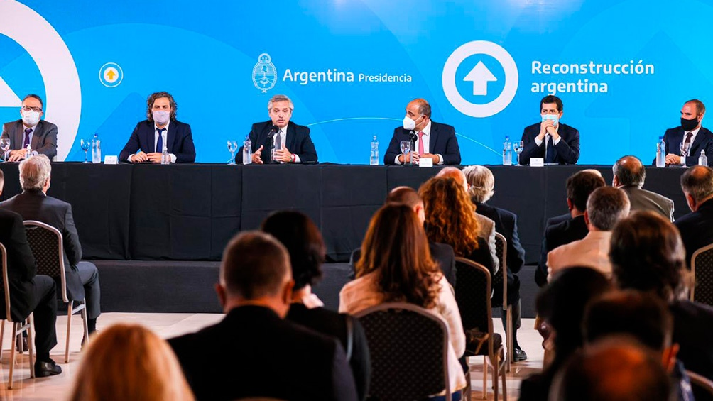 El presidente mantuvo un encuentro con industriales y líderes sindicales en Tucumán