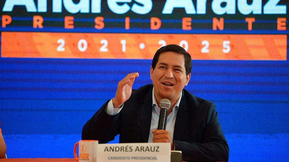 La mayoría de las encuestas favorecen al candidato correísta Andrés Arauz