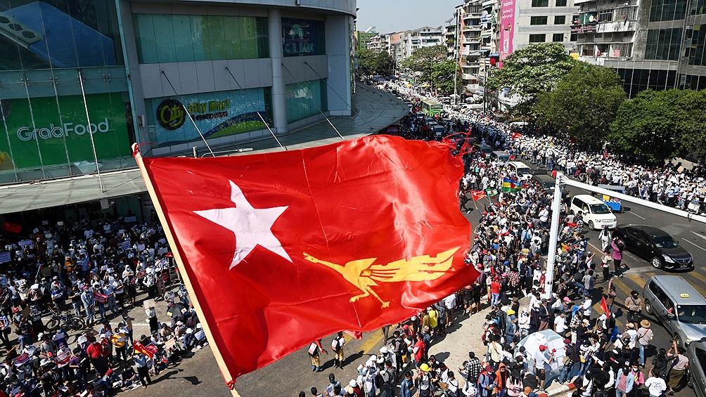 Dos de los cinco millones de habitantes de Rangún están bajo la ley marcial y la situación es muy tensa.