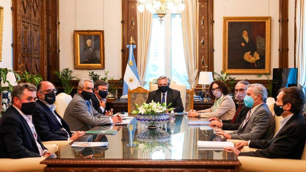 Alberto Fernández mantenía desde las 16 en la Casa Rosada una reunión con los integrantes de la Mesa de Enlace de las Entidades Agropecuarias.
