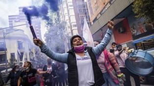 Más de un centenar de mujeres reclamaron justicia por Úrsula en Bahía Blanca