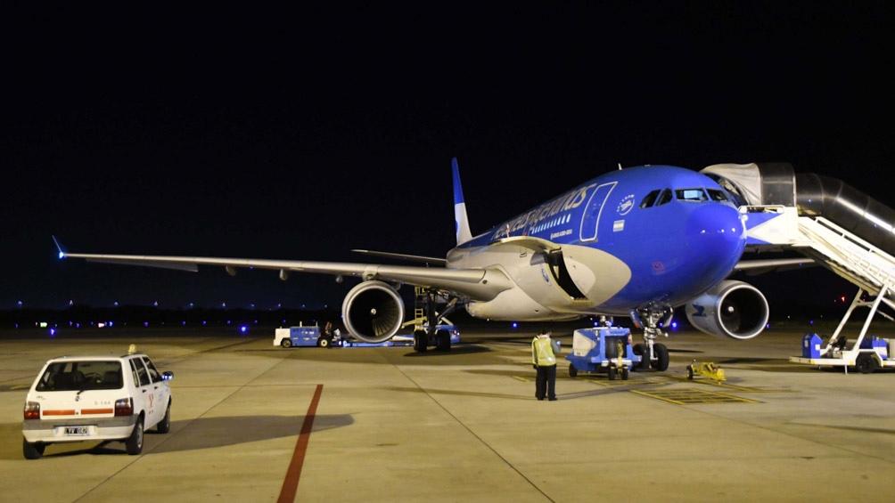 El avión que traerá las vacunas.