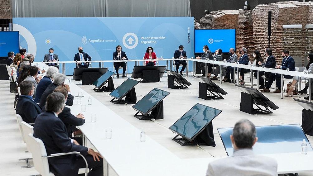 El gobierno nacional, representado por el jefe de Gabinete, Santiago Cafiero, y por los ministros que integran el Gabinete Económico, recibió a los principales empresarios del país.
