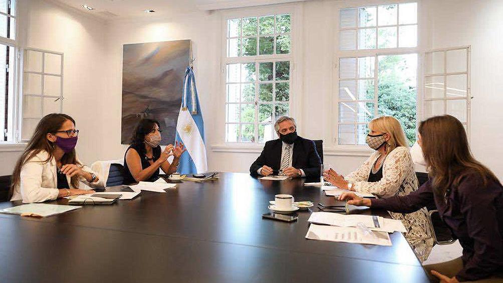 Alberto Fernández se reunió con las ministras de Mujeres, Elizabeth Gómez Alcorta; de Justicia, Marcela Losardo; y de Seguridad, Sabina Frederic y la secretaría Legal y Técnica, Vilma Ibarra.