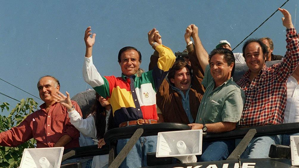 En campaña de 1995, con su compañero de fórmula, Carlos Ruckauf, y el aspirante a la gobernación, Eduardo Duhalde.