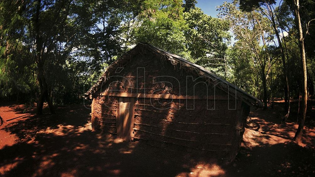 Aunque la mayoría de las viviendas son de madera, ya hay construcciones de material.