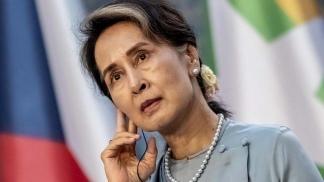 Aung San Suu Kyi, la mandataria derrocada de 75 años, está detenida en un lugar secreto.