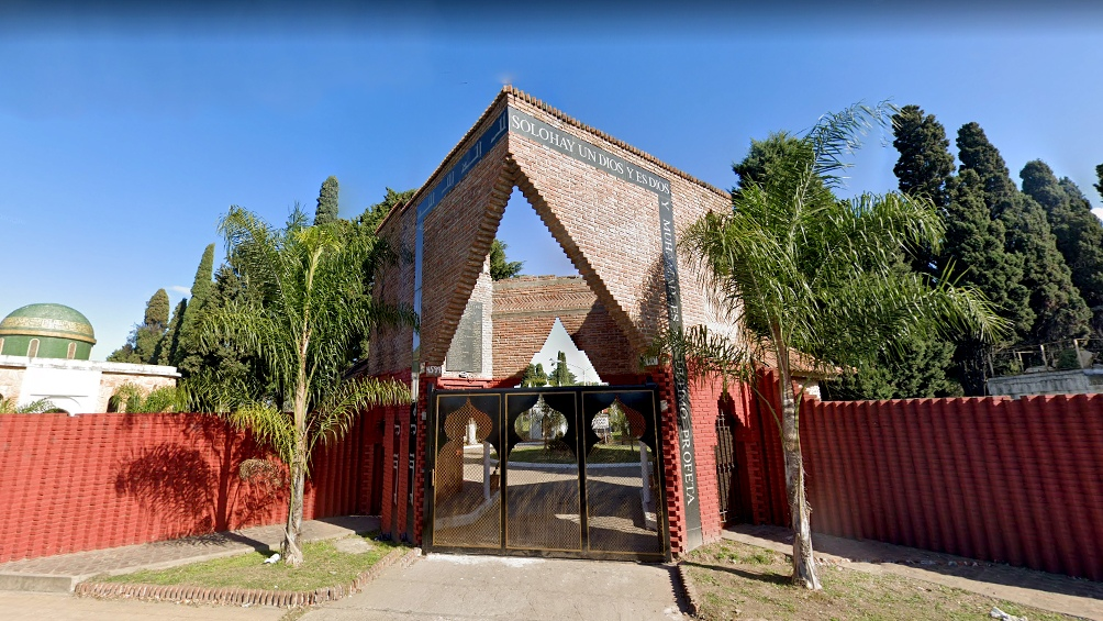 En el cementerio, ubicado en Pedro León Gallo 4599, en San Justo, está enterrado el hijo del expresidente, fallecido hace 25 años.