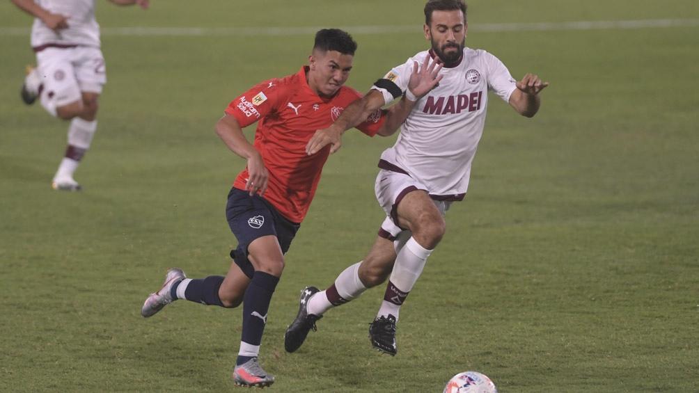 Escena del partido entre Independiente y Lanús