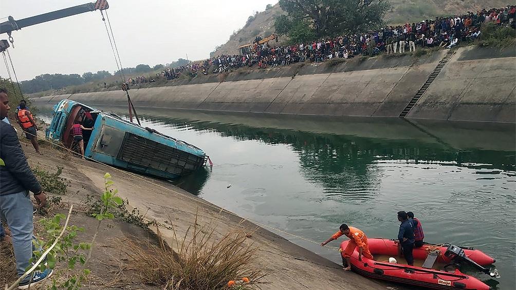 Siete personas consiguieron salir del agua y estaban a salvo.