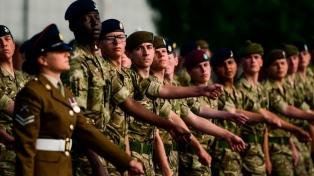Los soldados LGBTIQ+ expulsados del Ejército británico podrán reclamar sus condecoraciones
