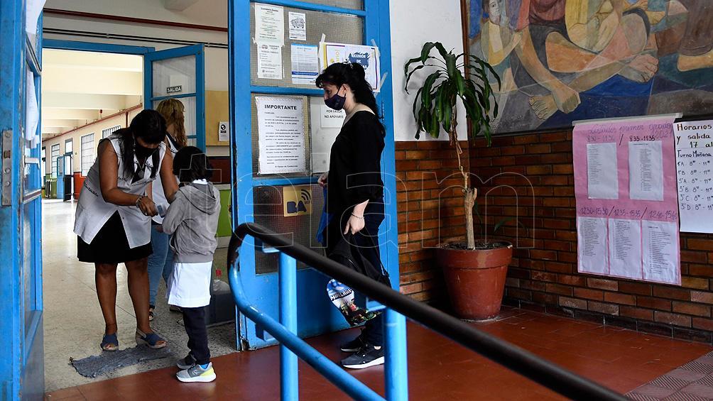 """Trotta: """"Bajo protocolos para prevenir contagios, la escuela es un lugar seguro"""""""