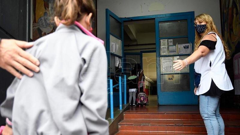 Un gremio docente anunció un paro en reclamo de la suspensión de la presencialidad
