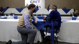Sin mayoría, Ecuador dejó en suspenso el recuento de la votación presidencial