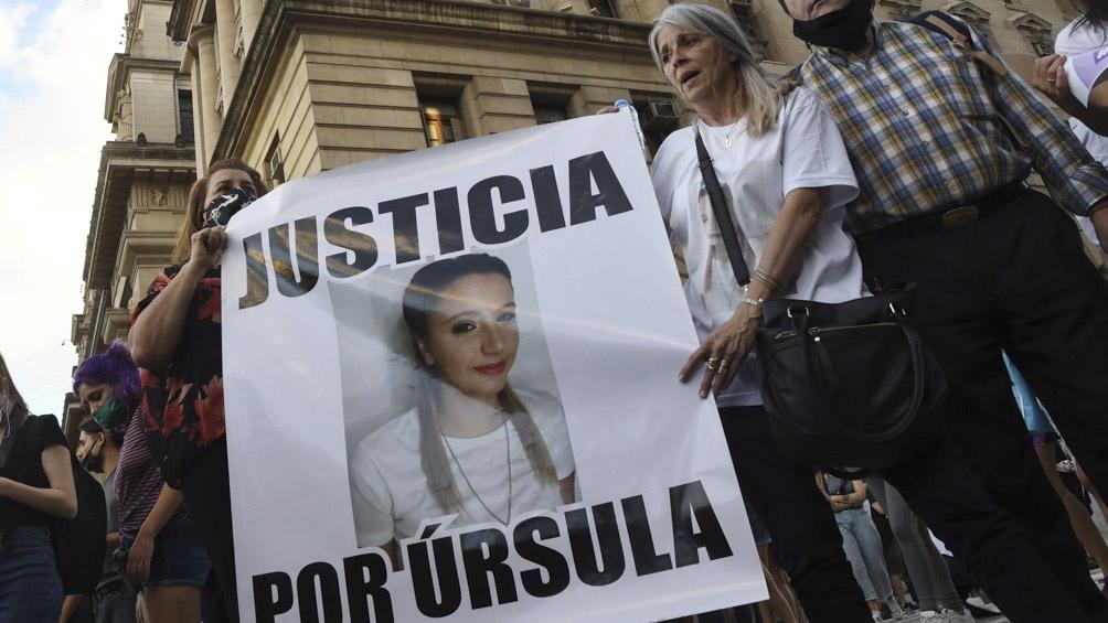 La madre de Úrsula participó de la marcha junto a familiares y amigos de víctimas de femicidios que exigieron justicia.