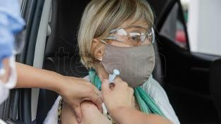 Cinco países acuerdan aprobación express de vacunas contra las variantes del coronavirus