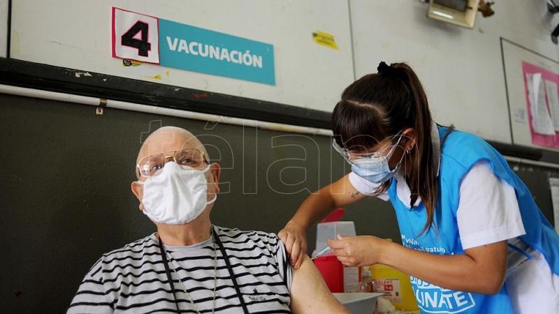 El Gobierno compra 20 millones de carnets para certificar la vacunación