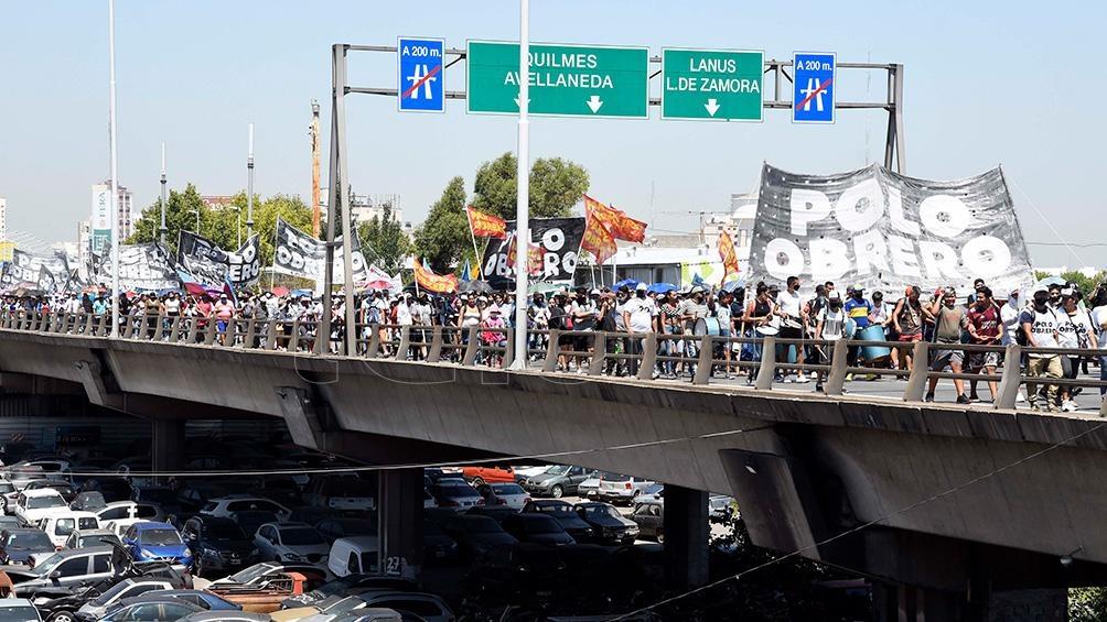 Organizaciones sociales de izquierda desarrollan protestas con cortes parciales - Télam - Agencia Nacional de Noticias