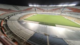River Plate termina obras no Estádio Monumental com o melhor campo de futebol do país