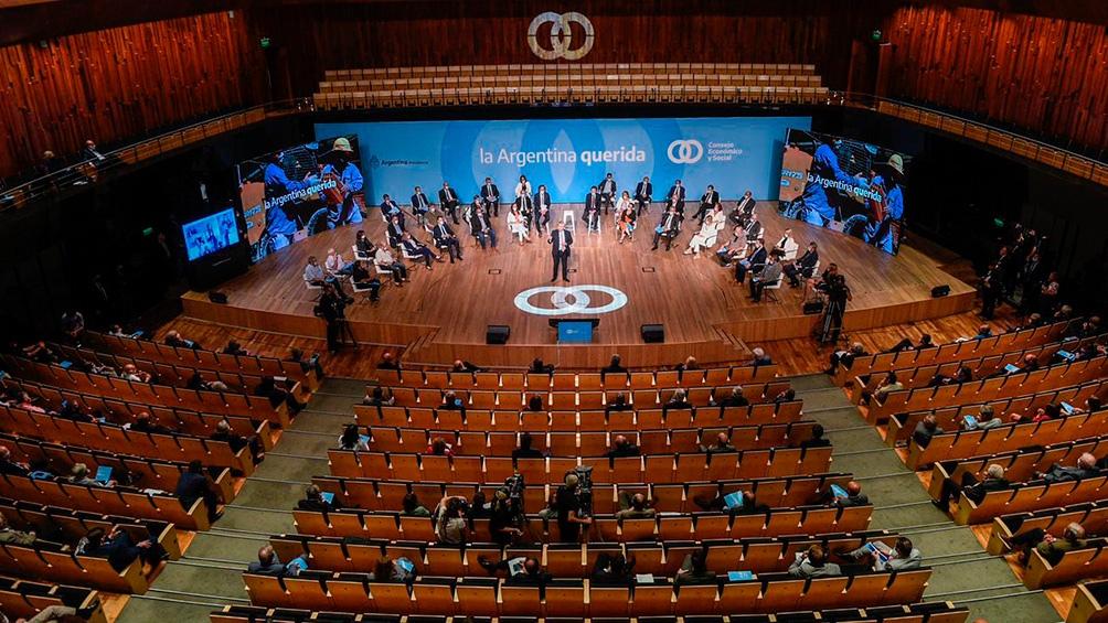 """El organismo funcionará como una """"mesa de trabajo"""" de la que formarán parte representantes de los empresarios, los gremios, los sectores académicos y de la sociedad civil."""