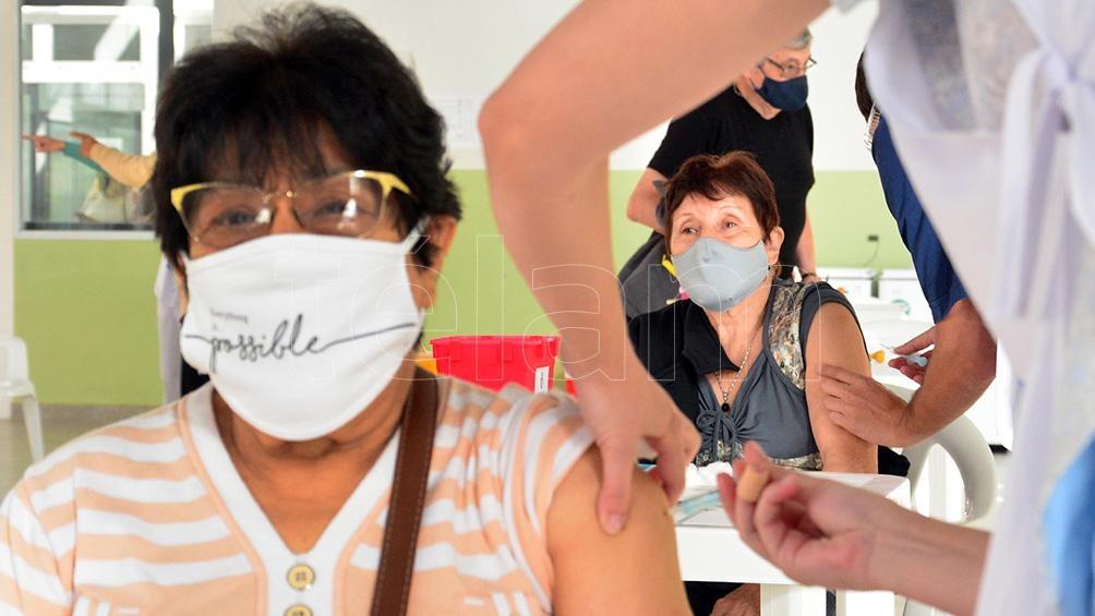 Caba: unos 80.000 adultos de entre 74 y 78 se inscribieron para recibir la inmunización