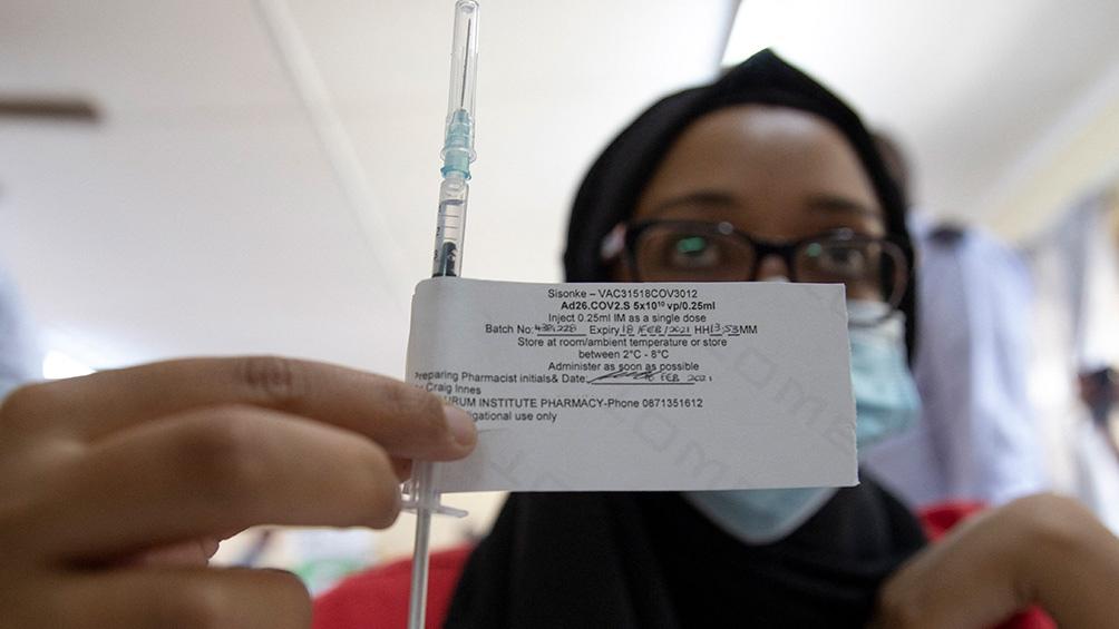 Advierten que puede llevar casi seis años vacunar al total de la población mundial con las dos dosis.
