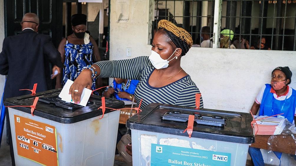Elecciones con inéditas medidas de bioseguridad en campañas y centros de votación.