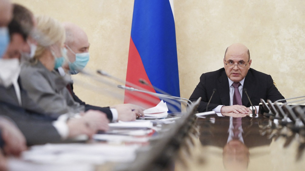 """""""Rusia es hoy el único país que tiene tres vacunas"""", celebró el primer ministro Mijail Mishustin durante una reunión."""