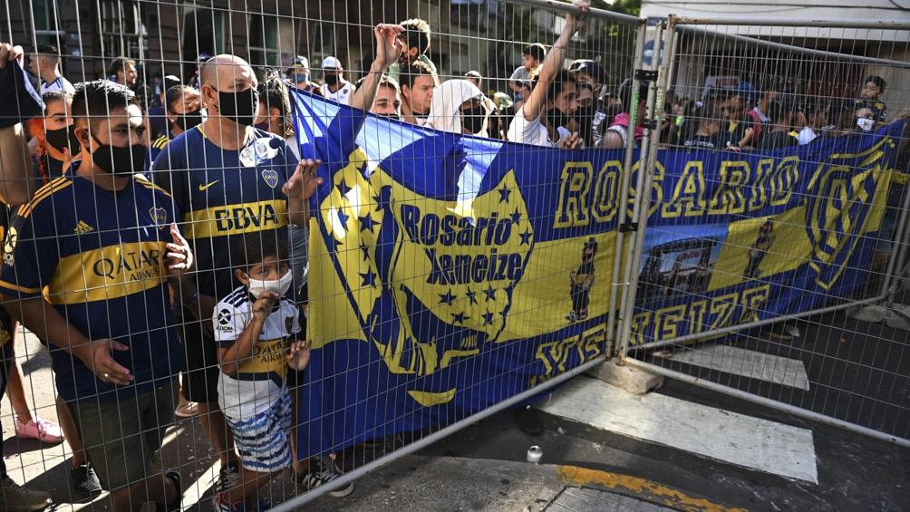 Un medido centro de Edwin Cardona y un cabezazo goleador de Carlos Izquierdoz permitieron a Boca quedarse con los tres puntos frente a Newell's
