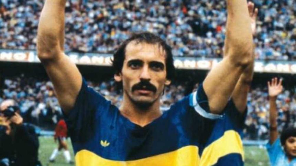 Pernía no jugó los dos primeros partidos de Maradona, pero compartió cancha con Huracán.
