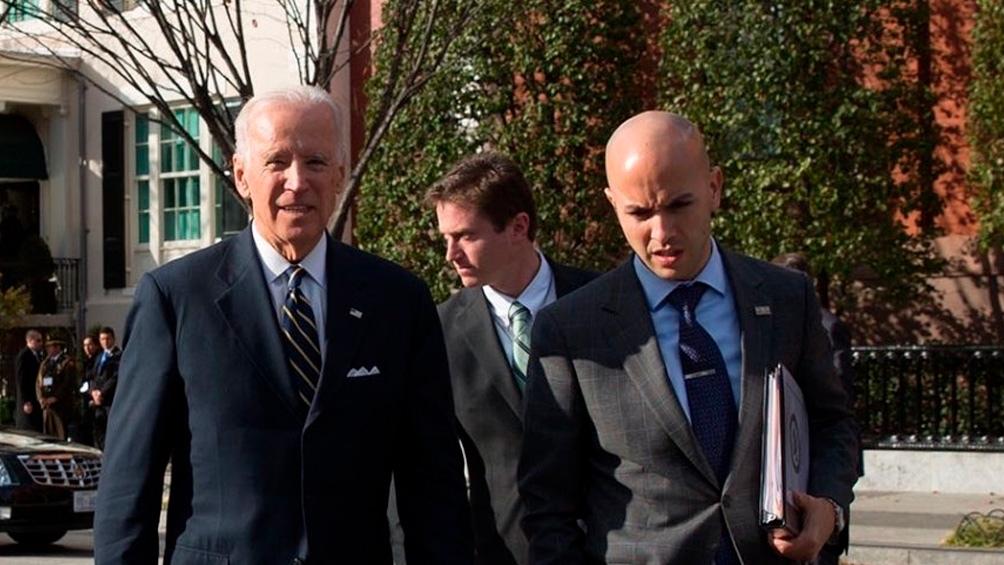 Joe Biden y Juan González.