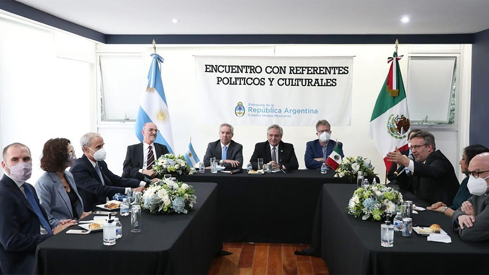 El presidente se reunió con referentes del mundo de la academia, la cultura y la política