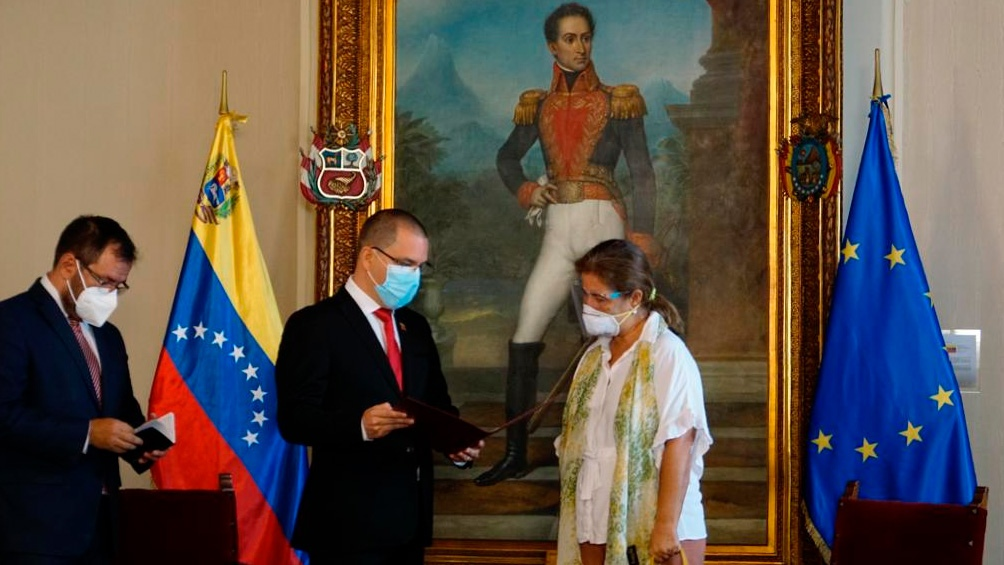 La medida fue notificada a la diplomática por el ministro de Relaciones Exteriores, Jorge Arreaza.