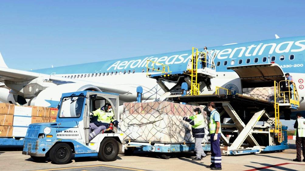 Llega desde Beijing el vuelo que trae un millón de dosis de la vacuna Sinopharm