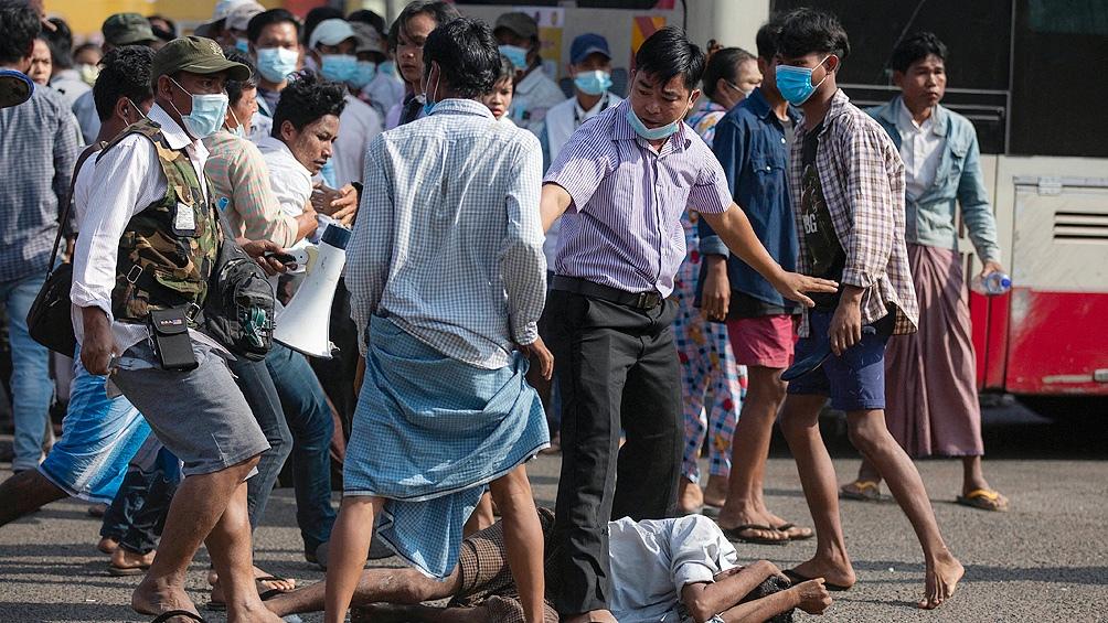 La ola de protestas prodemocráticas que ya lleva tres semanas continúa, la espiral de violencia y represión crecen.