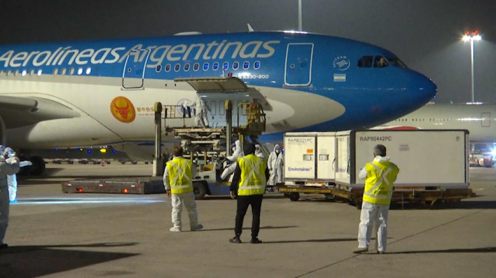 En esta ocasión viajan a bordo de la aeronave 20 tripulantes, entre comandantes, copilotos y personal técnico.