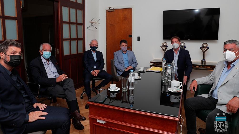 La reunión duró cuatros horas en la sede de calle Viamonte (foto @AFA)