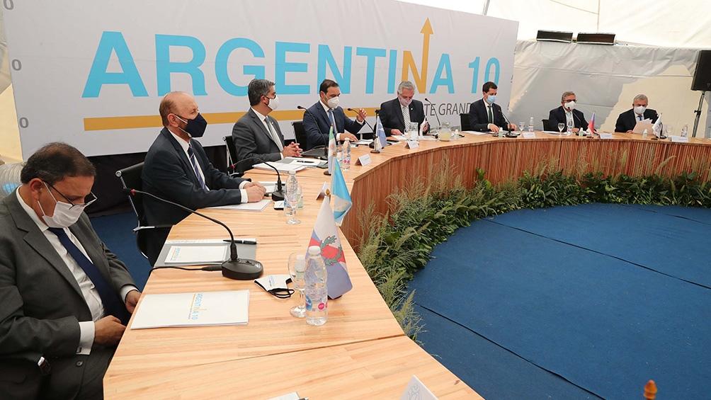 De Pedro participó de la tercera reunión plenaria de los gobernadores de las provincias del Norte Grande en Yapeyú