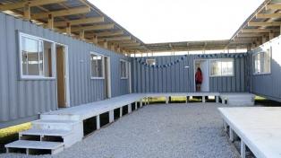 Instalan una casa hecha con contenedores para asistir a mujeres en situación de violencia