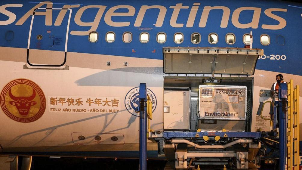 Llega hoy un nuevo vuelo de Aerolíneas de China con más dosis de Sinopharm