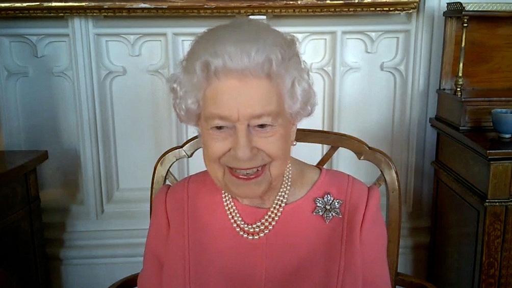 La reina mantuvo una conferencia virtual con funcionarios sanitarios