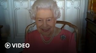 La reina Isabel instó a los británicos a vacunarse contra el coronavirus