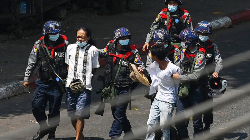 Myanmar: represión y periodistas detenidos durante otra protesta contra la junta militar