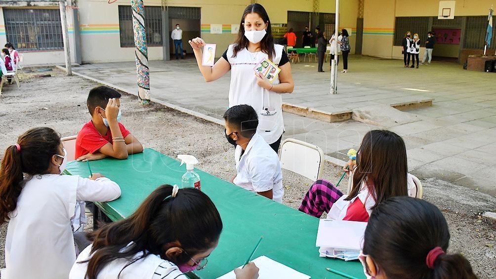 En Mendoza, las escuelas deberán implementar el horario completo de dictado de clases.